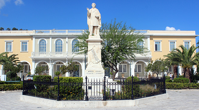 Wandelen op Zakynthos - Het standbeeld va Solomos