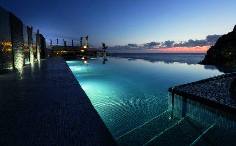Zwembad bij Savoy Madeira