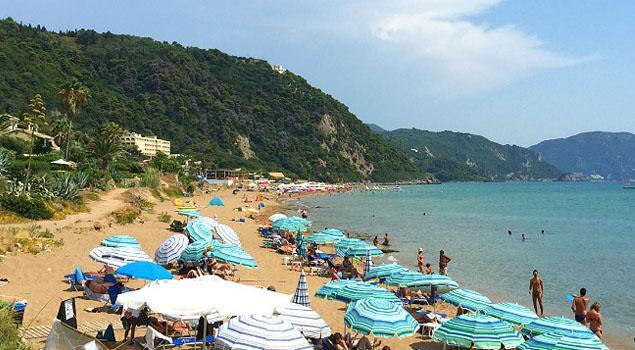 Strand bij Glyfada op Corfu