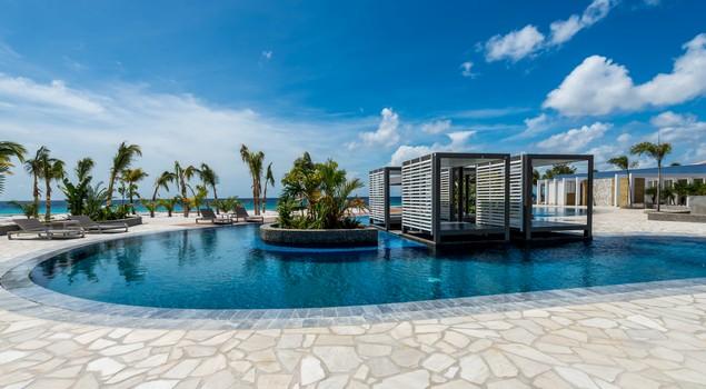Het fijne zwembad van Delfins Beach Resort Bonaire